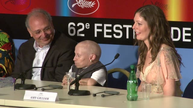 verne troyer on why he wanted to be a part of the project at the cannes film festival 2009 the imaginarium of dr parnassus press conference at cannes - verne troyer stock videos & royalty-free footage