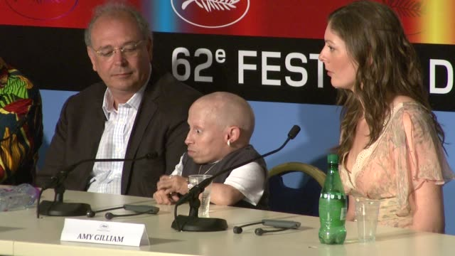 stockvideo's en b-roll-footage met verne troyer on working with terry gilliam at the cannes film festival 2009 the imaginarium of dr parnassus press conference at cannes - terry gilliam