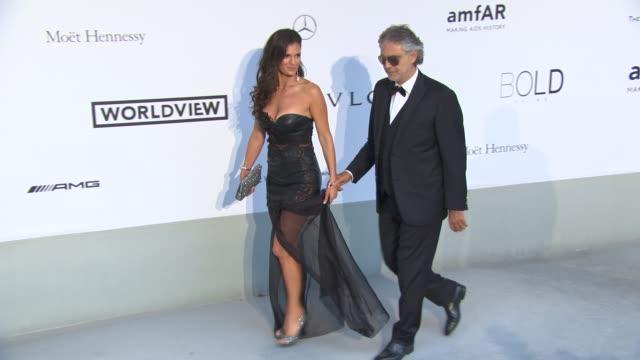 vidéos et rushes de veronica berti andrea bocelli at amfar red carpet at hotel du capedenroc on may 22 2014 in cap d'antibes france - andrea bocelli