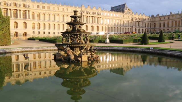 versailles (chateau de versailles), statues and fountains in the lower gardens of the palace - chateau de versailles stock videos and b-roll footage