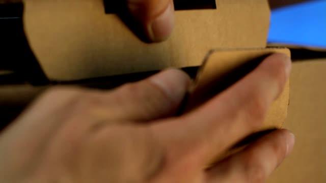 Verschliessen eines Kartons