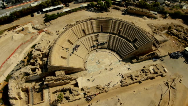 vídeos y material grabado en eventos de stock de vertical aerial view of the amphitheatre built by herod the great, ancient caesarea, israel - anfiteatro