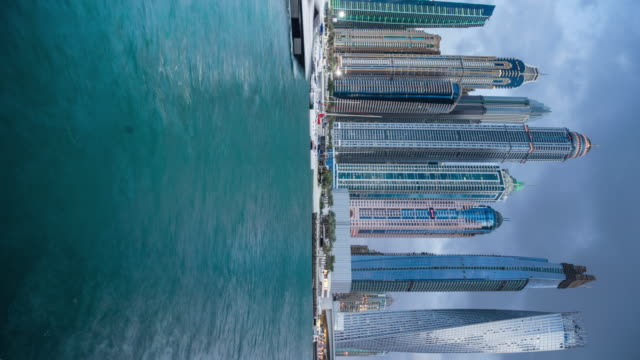 vídeos y material grabado en eventos de stock de vertical aspect of dubai urban skyline by bay of water - golfo pérsico