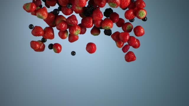 vidéos et rushes de vertical curtain - red fruits - fond coloré
