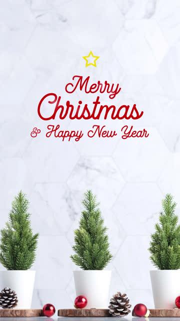 vertikale frohe weihnachten und glücklich neues jahr typ mit weihnachtsbaum mit tannenzapfen und dekor xmas ball auf weißen tisch und marmor fliesen wand und snowing.clean minimal einfachen stil.urlaub stillleben - hoch allgemeine beschaffenheit stock-videos und b-roll-filmmaterial