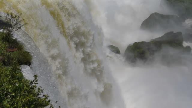 vídeos y material grabado en eventos de stock de vertical panorámica de las cataratas del iguazú - cataratas del iguazú