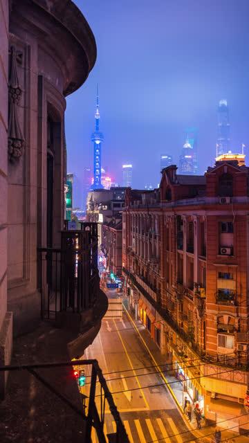 vertical video format of shanghai old street scene night transition - 東方明珠塔点の映像素材/bロール