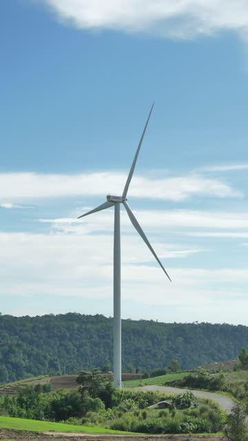 vidéos et rushes de éolienne verticale :concept d'énergie - solution