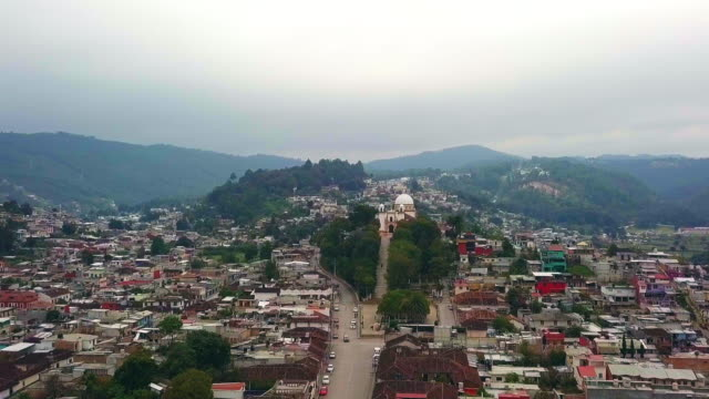 stockvideo's en b-roll-footage met vertigo shot from church of the guadalupe virgin to san cristobal de las casas. - city of neighbors: give once for all film title