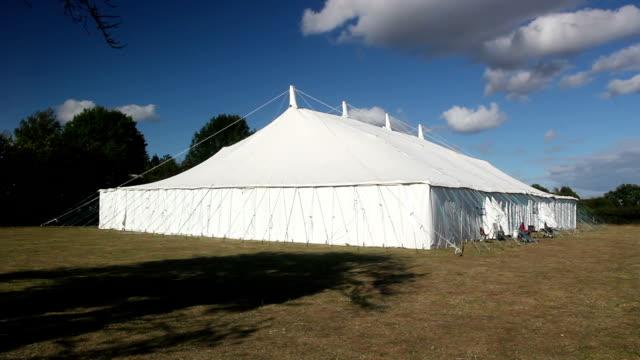 vídeos y material grabado en eventos de stock de gran carpa/tent - tienda de campaña