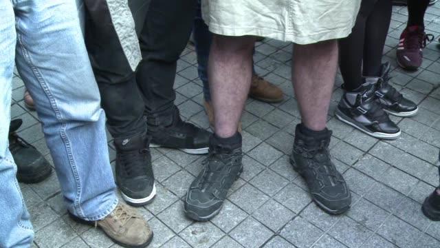 vestidos con faldas un grupo de hombres protesto el sabado en estambul por la violacion y asesinato de una estudiante un caso que ha provocado una... - hombres stock videos & royalty-free footage