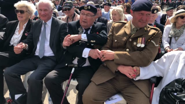vídeos de stock, filmes e b-roll de veterans attend a commemoration service on the 75th anniversary of the dday landings on june 6 2019 in arromanches les bains france june 6th is the... - arromanches