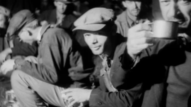 veterans gather to prepare to lay their demands before congress for settlement on the adjusted compensation for exservice men of wwi / ohio governor... - pazifikküste stock-videos und b-roll-filmmaterial