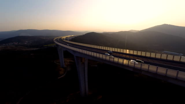 stockvideo's en b-roll-footage met hd heli: viaduct at sunset - horizon