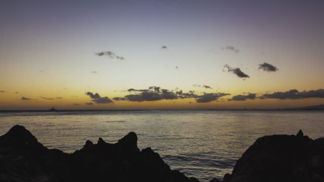 T/L vibrant sunset at Kahanamoku Beach on Oahu / Hawaii
