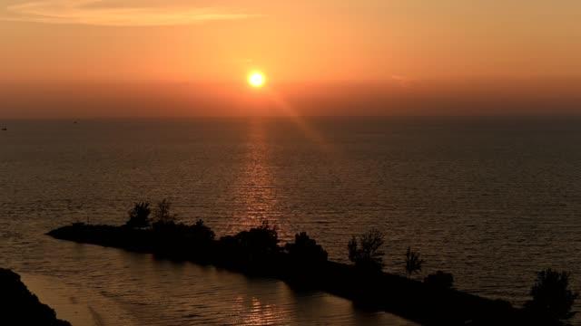 南シナ海の活気に満ちた夕日 - サラワク州点の映像素材/bロール