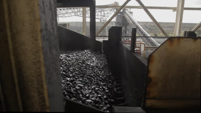 vibrating coal processing conveyor - coal mine stock videos and b-roll footage