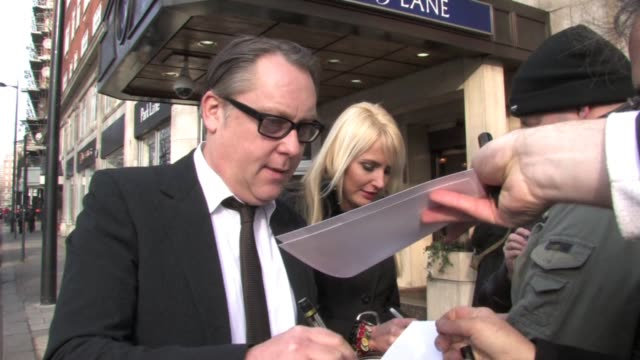 vídeos de stock, filmes e b-roll de vic reeves and nancy sorrell at the the south bank show awards at london england. - vic reeves