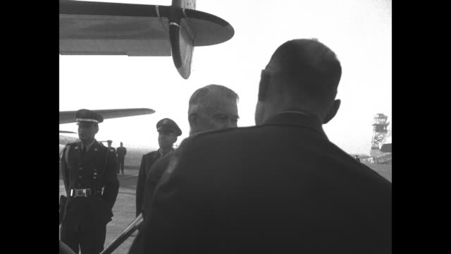 us vice president alben william barkley and wife jane hadley barkley deplane in tokyo as a stopover during his trip to korea / greeted by lt general... - matthew b. ridgway stock-videos und b-roll-filmmaterial