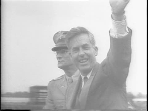 vice president henry wallace arrives riding in a convertible with two other dignitaries / he waves to the crowd / he stands at a podium among... - 1943 stock-videos und b-roll-filmmaterial