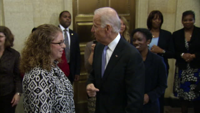 stockvideo's en b-roll-footage met vice president joe biden greets employees of the environmental protection agency back to work after the 2013 government shutdown - united states and (politics or government)