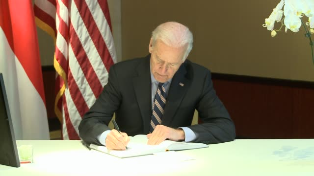 vice president joe biden signs a book of condolences and remembers lee kuan yew the founding prime minister of singapore at the singapore embassy in... - signing stock videos & royalty-free footage