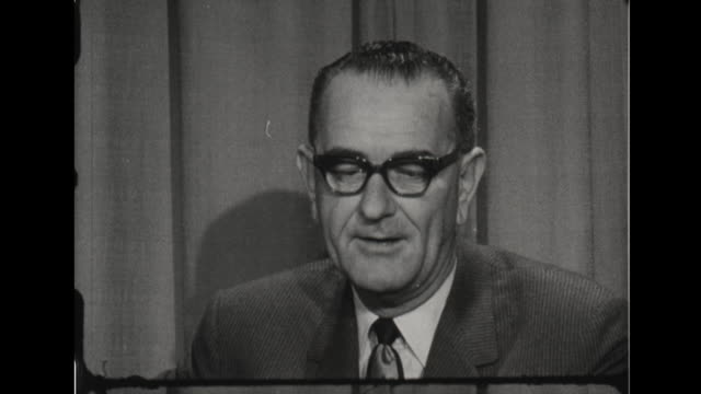 vice president johnson speaks about laos - guerra fredda video stock e b–roll