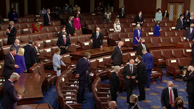 vice president kamala harris leads a procession of senators down center aisle of the house of representatives chamber before first speech by... - 副代表点の映像素材/bロール