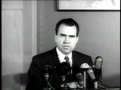 vice president richard nixon reports during a press conference about u.s. president dwight d. eisenhower's illness. - リチャード ニクソン点の映像素材/bロール