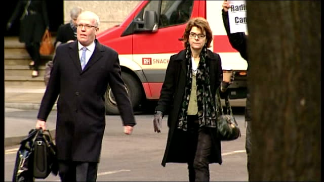 vicky pryce arrives at court for speeding points trial england london southwark crown court in to vicky pryce arriving at court with legal team and... - ビッキー・プライス点の映像素材/bロール
