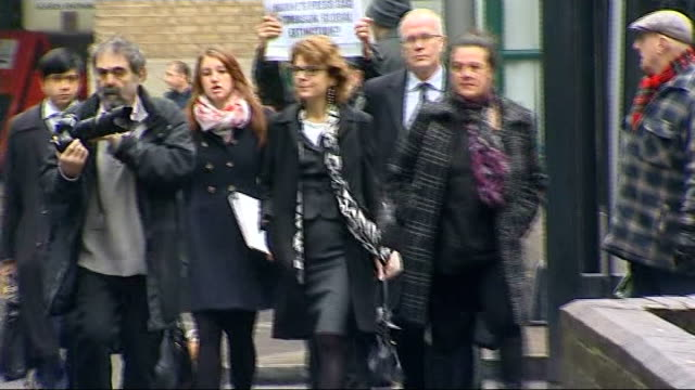 court arrival england london southwark crown court photography *** vicky pryce arriving at court with legal team - ビッキー・プライス点の映像素材/bロール