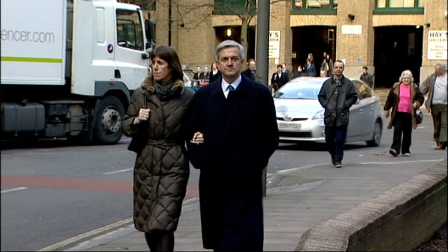 vicky pryce found guilty of perverting the course of justice r04021303 / 422013 day chris huhne arriving at court with girlfriend carina trimingham - ビッキー・プライス点の映像素材/bロール