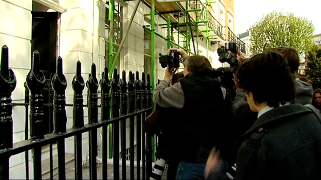 vicky pryce returns home following prison release england london clapham photography** vicky pryce from car and standing outside her house as scrum... - ビッキー・プライス点の映像素材/bロール
