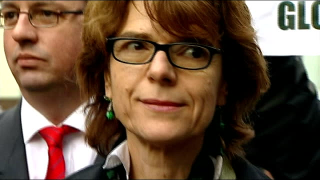 vicky pryce trial collapses pryce along with others outside court close shot pryce posing photographers and camera operators pryce towards - ビッキー・プライス点の映像素材/bロール