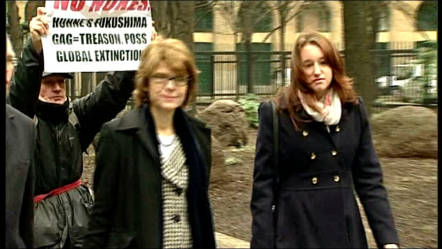 vicky pryce trial drawing to a close england london southwark crown court ext vicky pryce arriving at court with legal team - ビッキー・プライス点の映像素材/bロール