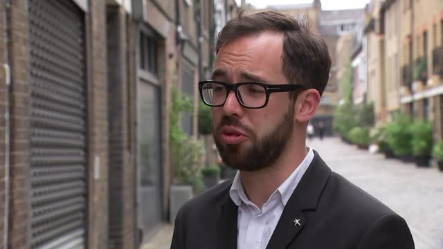 stockvideo's en b-roll-footage met victim of homophobic attack on the tube says his attackers sentences were too lenient gir robbie de santos interview sot wide shot river thames and... - homofobie