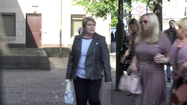 victims of breast surgeon ian paterson arrive at nottingham crown court arrive to see him sentenced for carrying out multiple unnecessary operations... - ノッティンガム点の映像素材/bロール