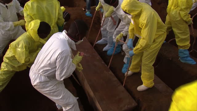 Victims of Sierra Leone's devastating mudslide have been buried Hundreds of people were killed on the outskirts of Freetown on Monday when homes were...