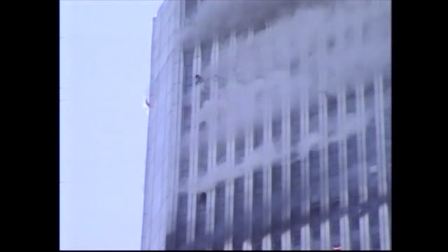 stockvideo's en b-roll-footage met victims signal for help from upper floors of the world trade center on september 11th - aanslagen op 11 september 2001