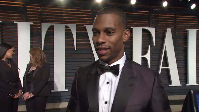 vídeos y material grabado en eventos de stock de interview victor cruz at the 2015 vanity fair oscar party hosted by graydon carter at wallis annenberg center for the performing arts on february 22... - vanity fair oscar party