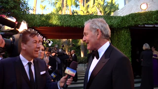 vídeos de stock, filmes e b-roll de victor garber at the 2013 vanity fair oscar party hosted by graydon carter victor garber at the 2013 vanity fair oscar party at sunset tower on... - graydon carter