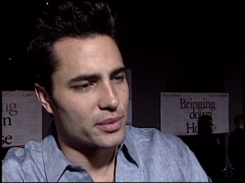 victor webster at the 'bringing down the house' premiere at the el capitan theatre in hollywood california on march 2 2003 - el capitan kino stock-videos und b-roll-filmmaterial