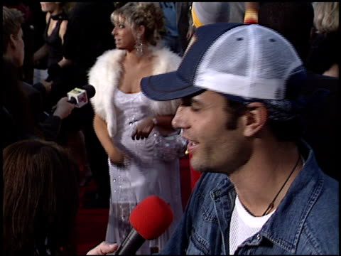 victor webster at the 'bruce almighty' premiere at universal amphitheatre in universal city, california on may 14, 2003. - ギブソンアンフィシアター点の映像素材/bロール