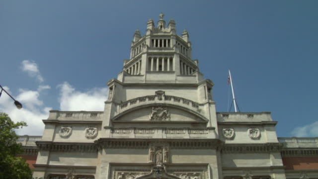 cu, la, victoria and albert museum, high section of facade, london, england - victoria and albert museum london stock videos & royalty-free footage
