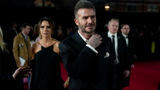 vidéos et rushes de gif victoria beckham david beckham at the fashion awards 2018 in partnership with swarovski at royal albert hall on december 10 2018 in london england - partenariat