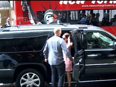 victoria beckham has nothing to say as she arrives at nobu 57 for lunch in new york 09/15/11 - nobu restaurants stock videos & royalty-free footage
