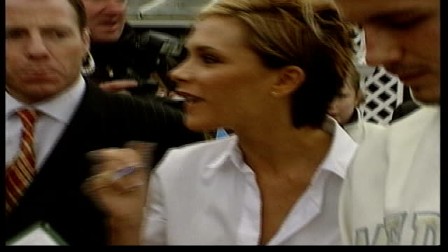 kidnap attempt arrests lib david and victoria beckham signing autographs outside venue where birthday party was held for their son brooklyn bv david... - 2002 bildbanksvideor och videomaterial från bakom kulisserna
