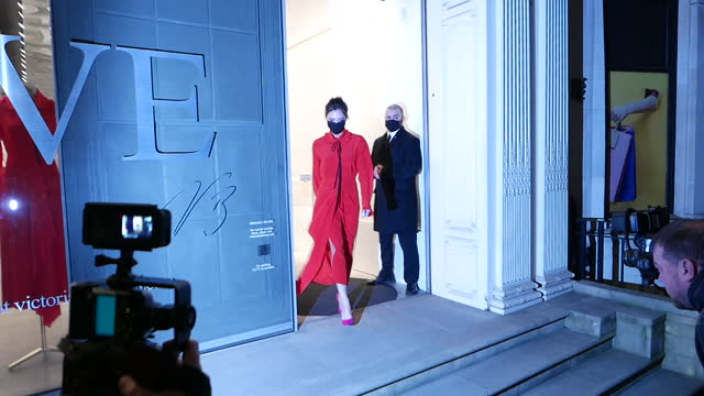 victoria beckham seen leaving her dover street store at london celebrity sightings - december 7, 2020 on december 07, 2020 in london, england. - celebrities stock videos & royalty-free footage