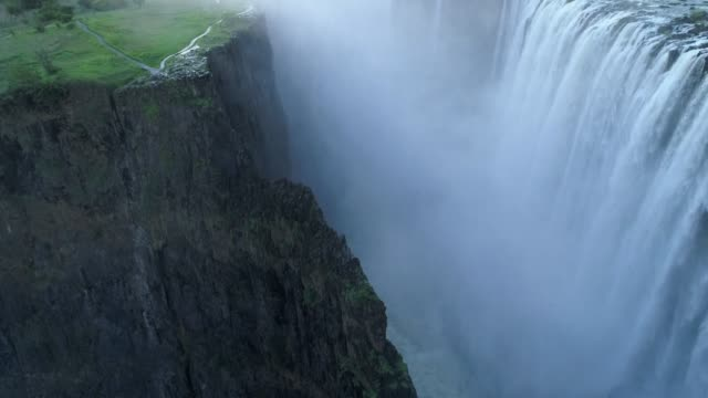 victoria falls, zimbabwe - cascata video stock e b–roll