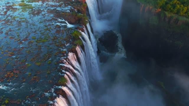 vídeos de stock e filmes b-roll de victoria falls, zimbabwe - beleza natural
